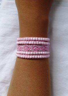 Bracelet manchette ethnique tendance rose poudré fermoir aimanté : Bracelet par kiline