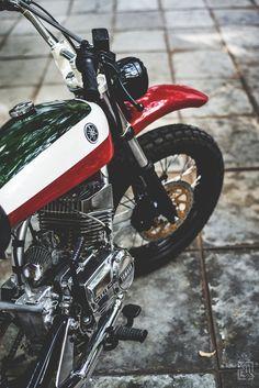 Yamaha (A Custom Scrambler) – About Cafe Racers Dt Yamaha, Yamaha Rx 135, Motos Yamaha, Yamaha Motorcycles, Triumph Scrambler, Vintage Bikes, Vintage Motorcycles, Custom Motorcycles, Custom Bikes