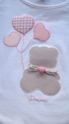 Teddy bear and heart balloons applique Sewing Appliques, Applique Patterns, Applique Designs, Embroidery Applique, Machine Embroidery, Embroidery Designs, Sewing Patterns, Sewing For Kids, Baby Sewing