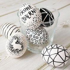 Osterideen: DIY Easter Eggs Idea - Ostereier mal anders bemalen! http://www.alleslieb.de/osterdekoidee-einfach-schnell-und-modern/
