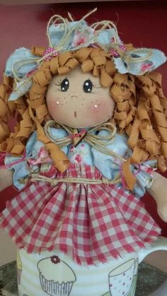 Bambola coi capelli di stoffa