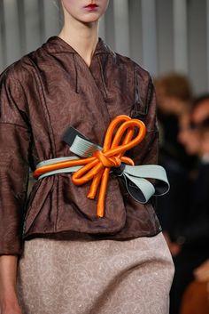 Maison Margiela Spring 2016 Ready-to-Wear Accessories Photos - Vogue Fashion Week, High Fashion, Fashion Show, Womens Fashion, Japan Fashion, Paris Fashion, Fashion Trends, Fashion Belts, Fashion Accessories