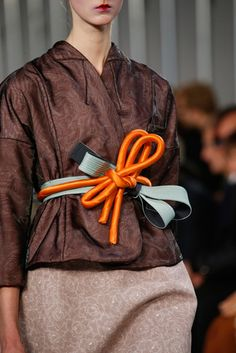 2016春夏プレタポルテコレクション - メゾン マルジェラ(MAISON MARGIELA)クローズアップ コレクション(ファッションショー) VOGUE JAPAN