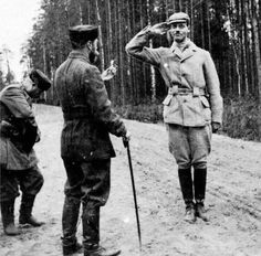Tsar Nicholas II of Russia and his youngest brother, the Grand Duke Mikhail Alexandrovich Romanov of Russia during a hunt; Romanov Family Execution, The Bolsheviks, Historia Universal, Crimean War, Russian Literature, Tsar Nicholas Ii, Grand Duke, Imperial Russia, History Photos