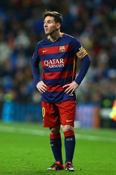 Lionel Messi FC Barcelona during the Spanish Championship Liga football match between Real Madrid CF and FC Barcelona on November 2015 at Santiago Bernabeu stadium in Madrid, Spain. Get premium, high resolution news photos at Getty Images Best Football Players, Football Match, Soccer Players, Lionel Messi Barcelona, Barcelona Football, Neymar, David Beckham Football, Messi 2015, Barcelona Champions League