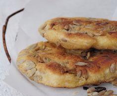 Raske pannebrød med solsikkekjerner Ca. Vegetarian Recepies, Bread Recipes, Cooking Recipes, Norwegian Food, Cloud Bread, Naan, Tortilla Chips, Apple Pie, Food Styling