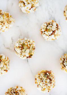 Pour le buffet, côté sucré. Mango Popcorn Balls! Great snack to pack! | a house in the hills