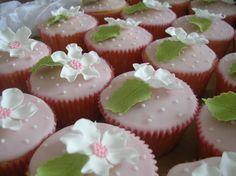 Elegant and simple cupcakes