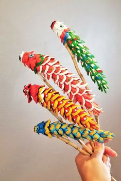 Koinobori Pine Cones - Make Koinobori (Japanese Carp Streamers) from pine cones! Projects For Kids, Art Projects, Crafts For Kids, Arts And Crafts, Japanese Celebrations, Pine Cone Crafts, Up Book, Child Day, Nature Crafts