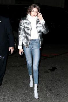 Skinny Jeans Look . Skinny Jeans Look Gigi Hadid Looks, Gigi Hadid Style, Cheap Skinny Jeans, Celebrity Style Casual, Celeb Style, Gigi Hadid Outfits, Winter Outfits, Winter Fashion, Cute Outfits