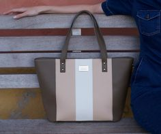 DIZAIND is a sustainable fashion brand offering shoppers the opportunity to customize their own leather bag online. Each bag is handcrafted from top quality materials. Custom Bags, Online Bags, Beautiful Bags, Sustainable Fashion, Fashion Brand, Leather Bag, Tote Bag, Designers, Eye