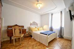 Schau Dir dieses großartige Inserat bei Airbnb an: Stanley Vintage Doppelzimmer - Häuser zur Miete in Poreč Toddler Bed, Vintage, Room, Furniture, Home Decor, Double Room, Ad Home, Child Bed, Bedroom