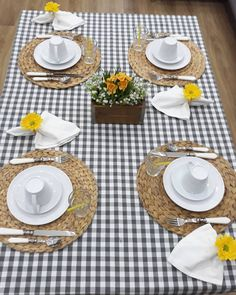 A imagem pode conter: mesa, área interna e comida Deco Table, Food Presentation, Tea Time, Home Accessories, Table Settings, Plates, Table Decorations, Tableware, Kitchen