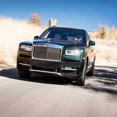 """""""The Rolls-Royce of SUVs is unsurprisingly the most luxurious, most refined, quietest and comfiest of them all."""" takes off-road in Jackson Hole, Wyoming. Rolls Royce Suv, New Rolls Royce, Rolls Royce Motor Cars, Rolls Royse, Los Cars, Mercedes Benz R350, Rolls Royce Cullinan, Rolls Royce Phantom, Fancy Cars"""