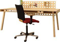 Bürotisch mit Zwischenfach das bietet nicht nur Platz für Laden, Bücher oder Ordner, im hinteren Teil finden die ganzen Kabel und Stecker für Drucker usw. übersichtlich Platz.Um deinen Arbeitsplatz noch perfekter zu machen habe ich etwas besonderes Überlegt und biete dir die Höhe des Bürotisches individuell für deine Größe an. Das hilft dir entspannt zu arbeiten. Drafting Desk, Chair, Design, Furniture, Home Decor, Printers, Workplace, Binder, Cable