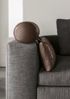 Minotti 2014 Leonard sofa with eco-leather piping
