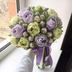 love the color combination Crepe Paper Flowers, Paper Roses, Felt Flowers, Diy Flowers, Chocolate Flowers, Chocolate Bouquet, Rose Crafts, Flower Crafts, Graduation Flowers