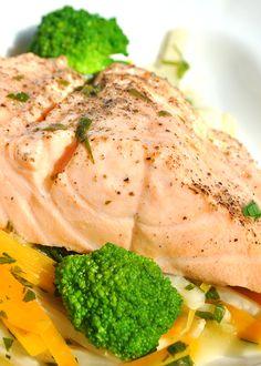 SASTOJCI 400 g fileta lososa 200 ml vina Chablis 100 g celera 100 g šargarepe