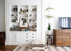 Explore #AHomemadeHome with @spottedsf NAME: Leslie Santarina HOME: San Francisco, California MAKER OF: Editor of Spotted SF, photographer and stylist HOME IS: Lots of light that brings energy and inspires creativity throughout the day. A fluffy white bed in a cozy dark room to sleep the night away.