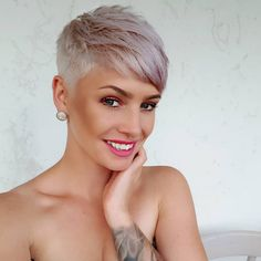 Short Pixie Cut 2019 If you want to change your hairstyle and amp up your overall look then you should checkout our hairstyle ideas. Today, we have brought some of the Best Pixie Cuts… Super Short Hair, Short Grey Hair, Short Hair Cuts For Women, Short Hair Styles, Short Cut Hair, Blonde Short Hair Pixie, Ash Blonde, Brunette Pixie, Pixie Cut Kurz