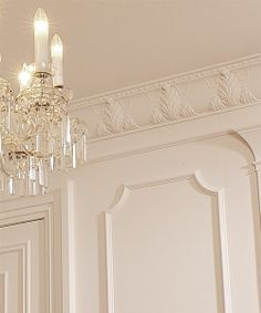 Acanthus crown molding in the luxury room