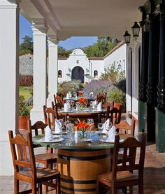 Patios de Cafayate Hotel & Spa—Dining by the pool | por Luxury Collection Hotels and Resorts