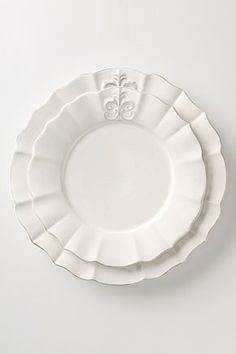 Beautiful dinnerware. Just what I need for the kitchen!