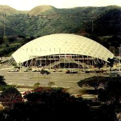 Poliedro de Caracas 469' geodesic dome designed by TC Howard of Synergetics, Inc.