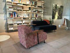 Gelderland fauteuil en bankje 6401 Woody design Bart Vos @vosinterieur in Groningen. #gelderlandmeubelen #rookfauteuil #kleinebank #velours #vosinterieur