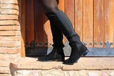 Casual Look. Look con vestido. A trendy life. #casual #coraldress #blackcape #hat #boots #overtheknee #details #estilariashop #zalando #c&a #jimmychoo #safilo #suiteblanco #outfit #fashionblogger #atrendylife www.atrendylifestyle.com