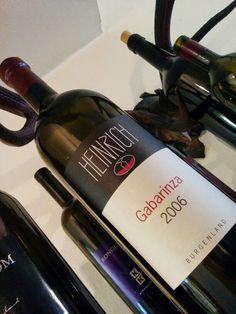 Gabarinza 2006 von Gernot Heinrich Wine Rack, Wines, Drink, Cool Stuff, Bottle, Home Decor, Beverage, Decoration Home, Room Decor