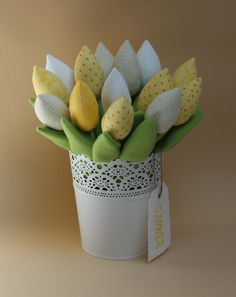 I like these beautiful flowers... Here is one more bouquet in yellow, beige and white. Like from Holland, or? )))