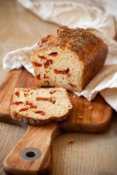 http://12tomatoes.com/2015/01/savory-bread-recipe-homemade-cheesy-sundried-tomato-bread.html