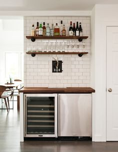 Looking for home bar inspiration? Well, we've got all the basement bar inspira… Looking for home bar inspiration? Well, we've got all the basement bar inspiration right here, everything you need to create your very own man cave with style and harmony. Diy Home Bar, Home Bar Decor, Diy Bar, Modern Home Bar, Mini Bars, Canto Bar, Small Bars For Home, Mini Bar At Home, Bar Shelves
