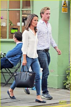 Pippa Grabs Drinks With Pal Tom Kingston in London