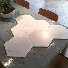 Marmor heksagon 30x30 cm ✨ #instocknow #tiles #Marble #floor #wall #carrara #italian #Ulfven #showroom #inspiredby