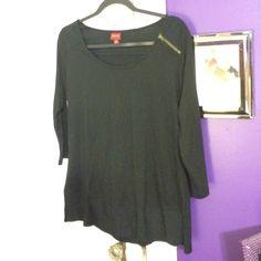 3/4 sleeve shirt Black top. Zipper detail on shoulder. Never worn. Merona Tops