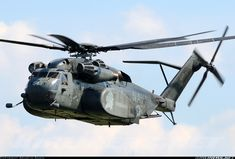 only the finest military photog and conceptual art Igor Sikorsky, Cool Pictures, Cool Photos, Plane Photography, Us Navy Aircraft, Georgia Country, Navy Mom, Sea Dragon, Military Helicopter