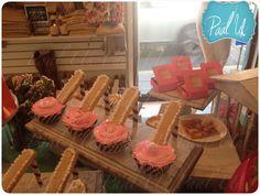 Paal Uh. Mesa de Postres : Snack's : dulces : botanas : candy bar : Sweet   :  dessert table : decor : celebración : fashion store : idea : cute : aniversary aniversario boutique : cupcake tacones : zapatilla : heels :