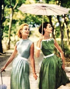 Moda vintage fashion outfits hats new Ideas Vintage Vogue, Vintage Glamour, Vintage Beauty, Vintage Outfits, Vintage Dresses, 1950s Outfits, 1950s Dresses, Vintage Clothing, 1950s Style