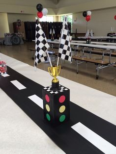 Race car - stop light center piece Made out of wood - The Motor Show Hot Wheels Birthday, Race Car Birthday, 3rd Birthday, Festa Hot Wheels, Hot Wheels Party, Nascar Party, Race Car Party, Car Themed Parties, Cars Birthday Parties