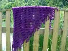 šátek - přehoz přes ramena - pléd uháčkovaný z jemné akrylové příze barvy ostružin... rozměry: nejdelší strana cca 140 cm, v cípu cca 85 cm. Blanket, Blankets, Carpet, Quilt
