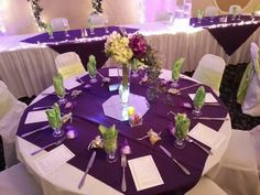 I like this with orange napkins. Love the tall vases Purple Table Settings, Wedding Table Settings, Wedding Tables, Orange Table, Green Table, Mason Jar Vases, Clear Glass Vases, Farmhouse Vases, Dekoration