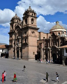 Plaza de Armas, Cusco, Peru ~ UNESCO World Heritage Site Machu Picchu, South American Countries, Renaissance Architecture, South America Travel, Central America, World Heritage Sites, Dream Vacations, Ecuador, Wonders Of The World