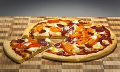 Check Out These 5 Simple Homemade Pizza Recipes From Around The World (Italian, Greek, Mexican, Bavarian & Spanish) YUMMY! Best Mexican Restaurants, Make Your Own Pizza, Easy Homemade Pizza, Pizza Joint, Food Combining, Pesto Sauce, Good Pizza, Pizza Recipes, Bread Recipes