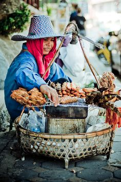 Street food in Hanoi, Vietnam World Street Food, Street Food Market, Asian Street Food, We Are The World, People Around The World, Around The Worlds, Laos, Brunei, Vietnam Travel