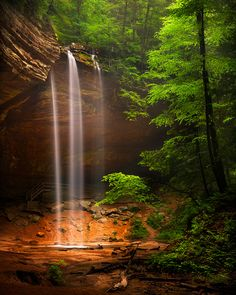 Ash Cave Waterfalls at Hocking Hills State Park, Hocking County, Ohio. Beautiful Waterfalls, Beautiful Landscapes, State Parks, Places Around The World, Around The Worlds, Beautiful World, Beautiful Places, Landscape Photography, Nature Photography