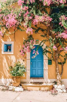 Although you'd think Greek islands are fairly similar, you'd be completely wrong! Each island has it's own personality and appeal. Here are the 8 Best Greek Islands to visit, especially if it's your first time! Greek Islands To Visit, Best Greek Islands, Wallpapers Rosa, Fond Design, Beautiful Places, Beautiful Pictures, Beautiful Streets, Flower Aesthetic, Flowering Trees