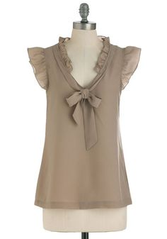 Iced Coffee To Go Top-- The name alone tells me I need this top, prices to mention the feminine flirtatious style that I love! Blouse Styles, Blouse Designs, Blouse And Skirt, Tie Blouse, Mode Style, Vintage Style Outfits, Corsage, Blouses For Women, Ideias Fashion