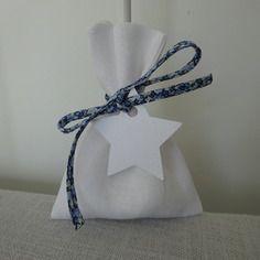 Pochon dragées lin blanc, cordon liberty pepper bleu à nouer